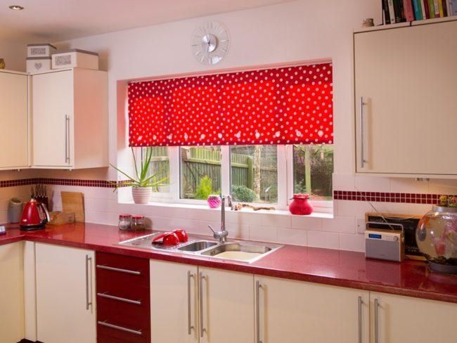 Развешиваем рулонные шторы по комнатам