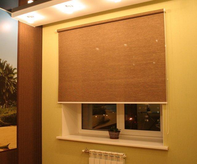 как крепить рулонные шторы к стене
