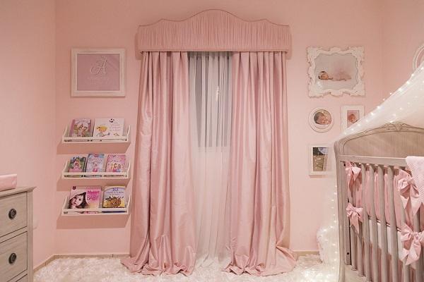 Розовые шторы и интерьере спальной