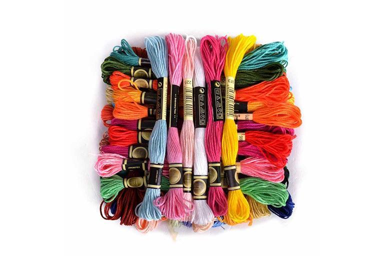 Набор разноцветных нитей