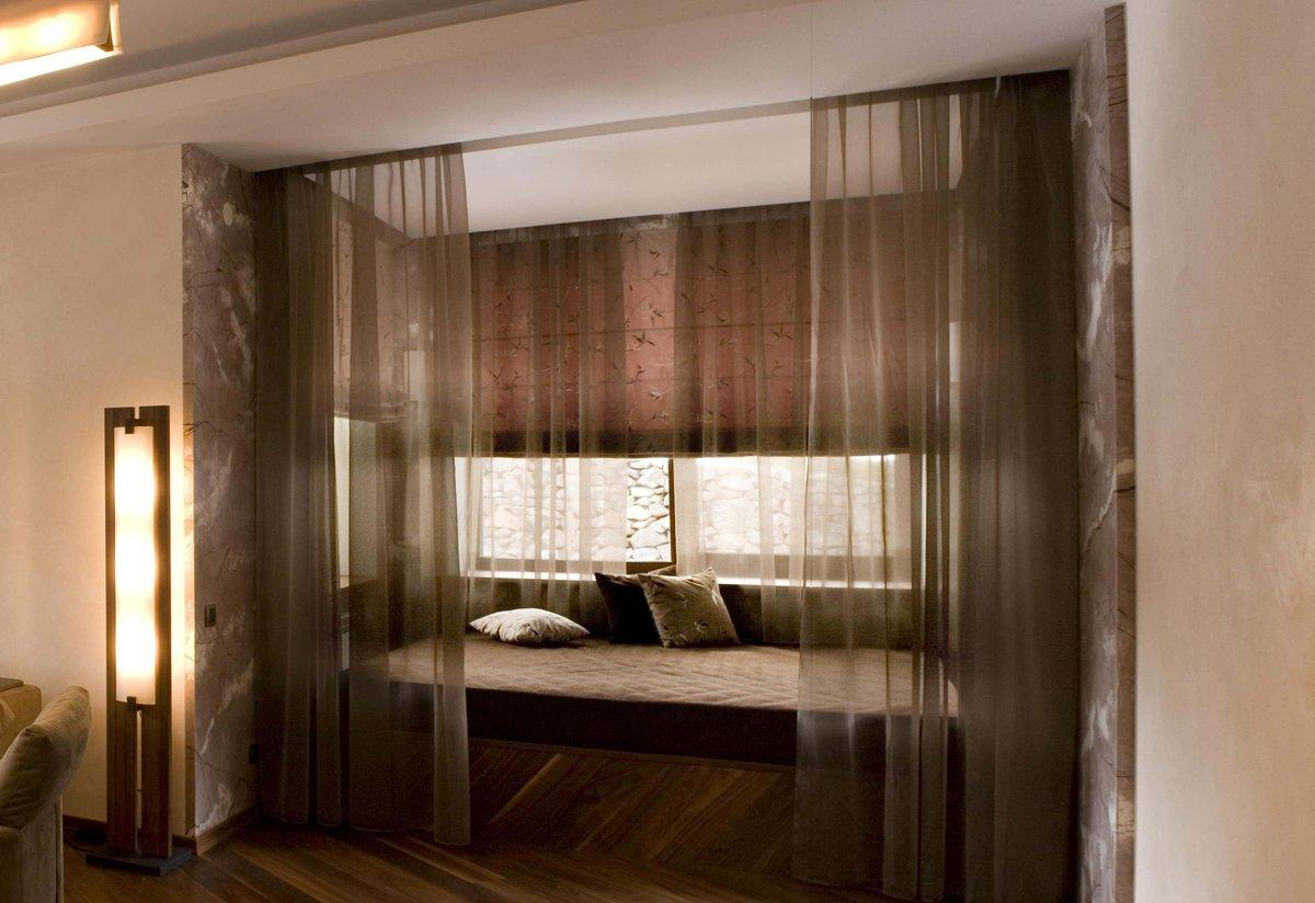 Римская штора в спальне