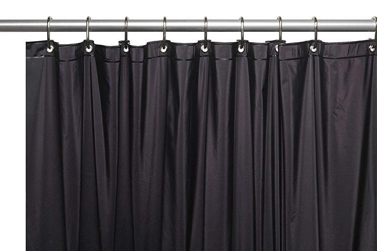 Выбирают черные шторы