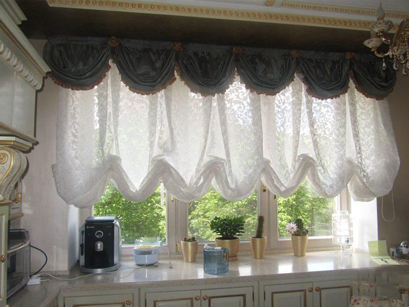Австрийские шторы на кухне