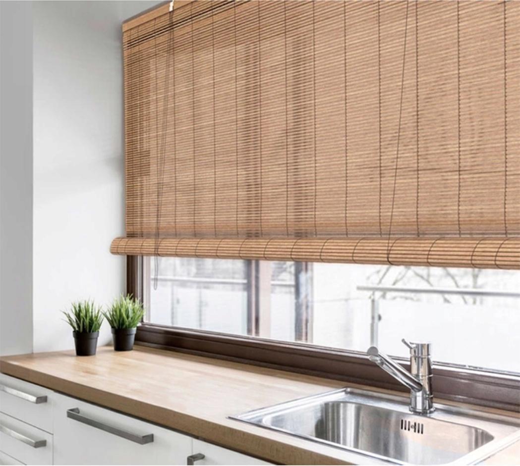 Бамбуковая штора на кухне